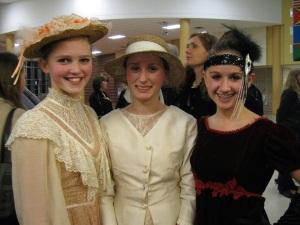 Johanna, Natalie & Kelly. Beautiful ladies~