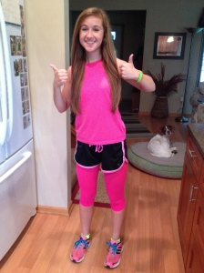 Kelly really glowed on Neon Day~